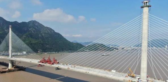 七都大桥北汊桥主桥中跨合龙施工关键技术研究