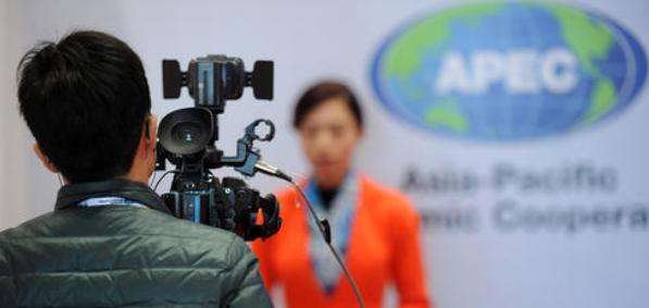 电视新闻记者困境与突破措施