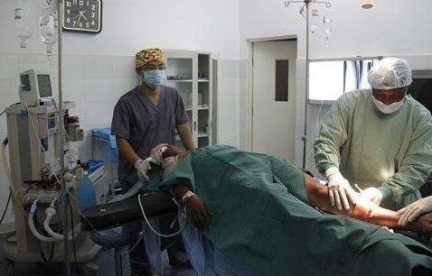 人性化护理在老年骨折手术室护理的应用