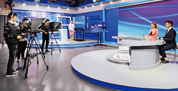 融媒体背景下民生新闻主持人面临的 挑战及应对策略