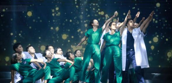 论环境舞蹈对疫后关怀的艺术表达——以《回答》为例