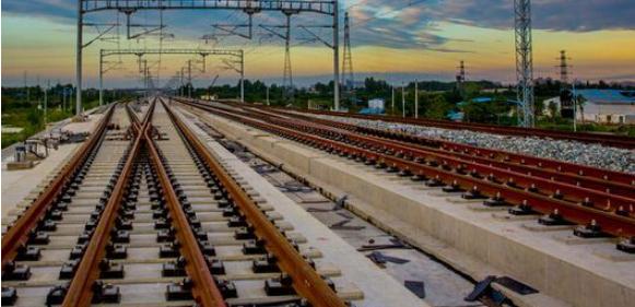铁路填筑路基施工技术与压实质量控制研究