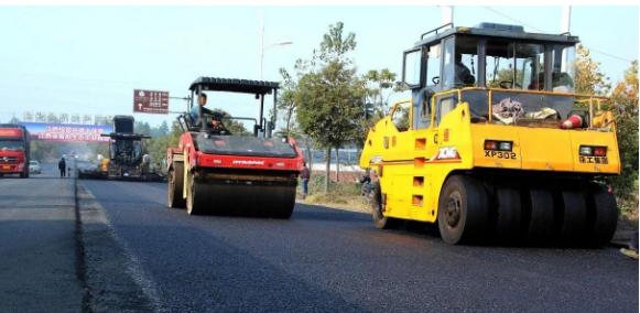 公路路面施工中沥青混合料摊铺的施工技术浅析