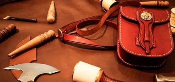 皮革材料的艺术展现形式及其在设计领域的应用研究