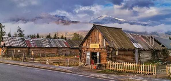 新疆哈萨克族传统民居木屋建 筑特征解析