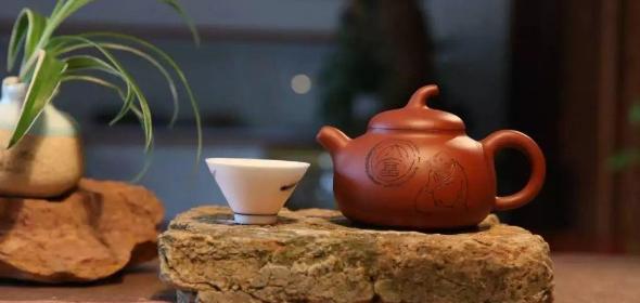 """传统文化艺术元素在""""宝铎壶""""创作中的应用"""
