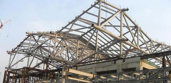 谈建筑钢结构施工安全对策与质量控制