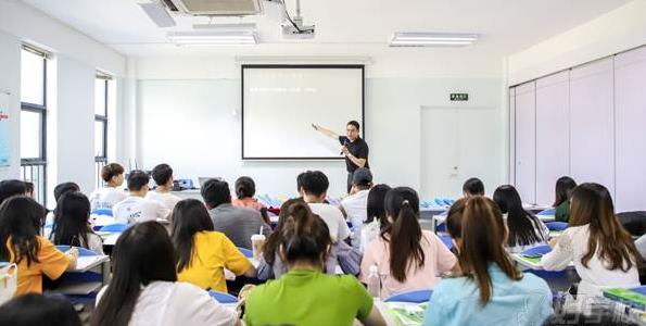基于互联网的大学英语生态课程探讨
