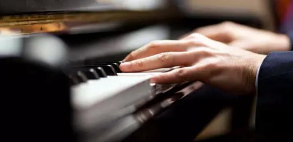 音乐听觉在钢琴演奏中的作用思考